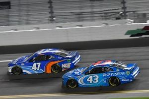 Ricky Stenhouse Jr., JTG Daugherty Racing, Chevrolet Camaro Kroger/NOS Energy Drink Erik Jones, Richard Petty Motorsports, Chevrolet Camaro RP Funding