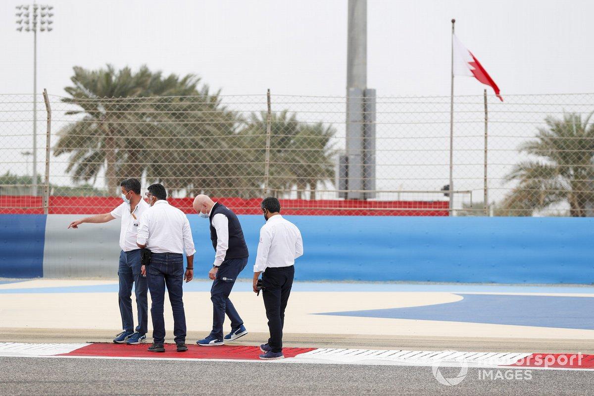 Michael Masi, director de carrera de la F1, y los delegados de la FIA