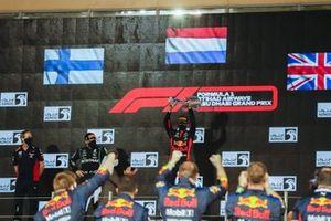 Max Verstappen, Red Bull Racing, 1st position, lifts his trophy