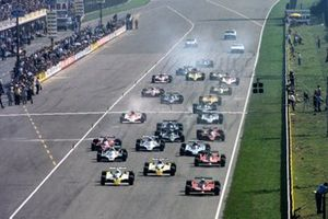Jody Scheckter, Ferrari 312T4 leads René Arnoux, Renault RS10 and pole sitter Jean-Pierre Jabouille, Renault RS10 at the start