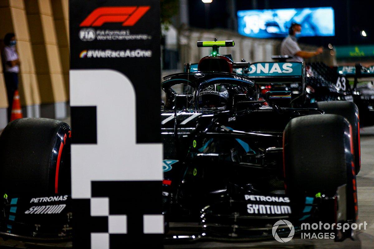 Ganador de la pole Valtteri Bottas, Mercedes F1 W11