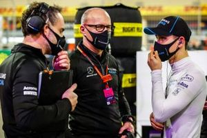 Simon Roberts, Acting Team Principal, Williams Racing, and Jack Aitken, Williams Racing, on the grid