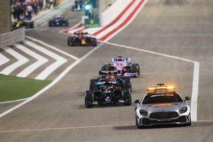 Lewis Hamilton, Mercedes F1 W11, Max Verstappen, Red Bull Racing RB16, en Sergio Perez, Racing Point RP20