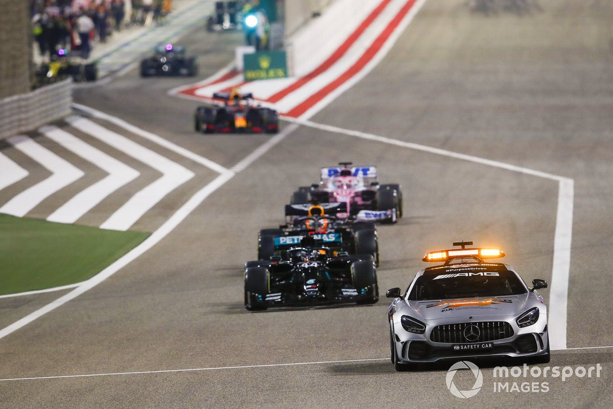 Safety car Lewis Hamilton, Mercedes F1 W11 y Max Verstappen, Red Bull Racing RB16 y Sergio Pérez, Racing Point RP20