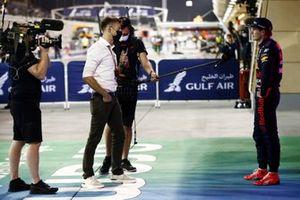 Max Verstappen, Red Bull Racing, 2e plaats, wordt geinterviewd door Jenson Button, Sky TV