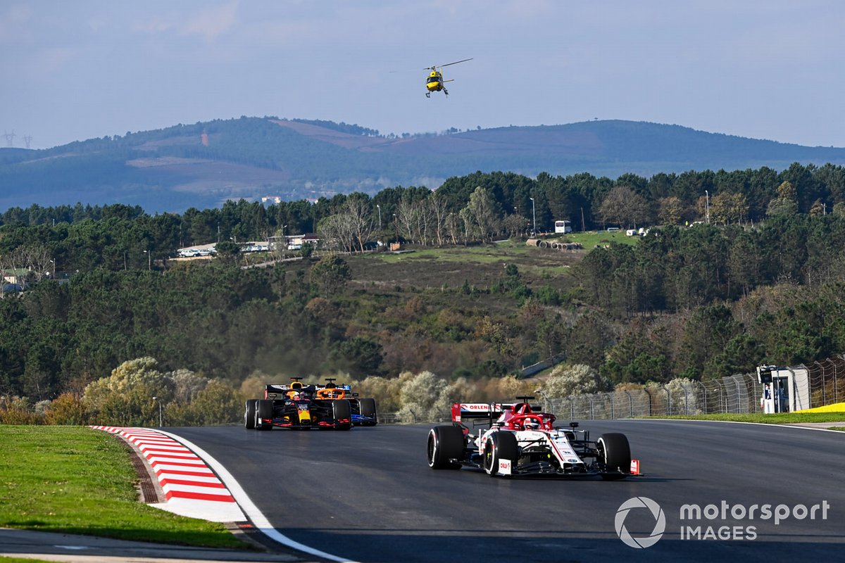Kimi Raikkonen, Alfa Romeo Racing C39, Max Verstappen, Red Bull Racing RB16, Carlos Sainz Jr., McLaren MCL35