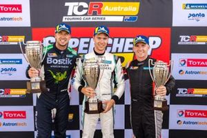 Podium: Race winner Jordan Cox, Gary Rogers Motorsport, second place Chaz Mostert, MPC Bostik Racing, third place Lee Holdsworth, Ash Seward Motorsport