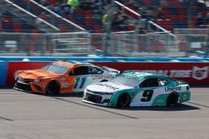 Denny Hamlin, Joe Gibbs Racing, Toyota Camry Offerpad, Chase Elliott, Hendrick Motorsports, Chevrolet Camaro UniFirst