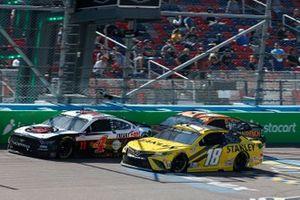 Kevin Harvick, Stewart-Haas Racing, Ford Mustang Jimmy John's, Kyle Busch, Joe Gibbs Racing, Toyota Camry STANLEY