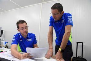 Mitia Dotta y Roberto Brivio, coordinadores del equipo Suzuki MotoGP