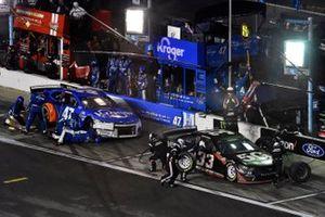 Austin Cindric, Team Penske, Ford Mustang Verizon 5G and Ricky Stenhouse Jr., JTG Daugherty Racing, Chevrolet Camaro Kroger/NOS Energy Drink