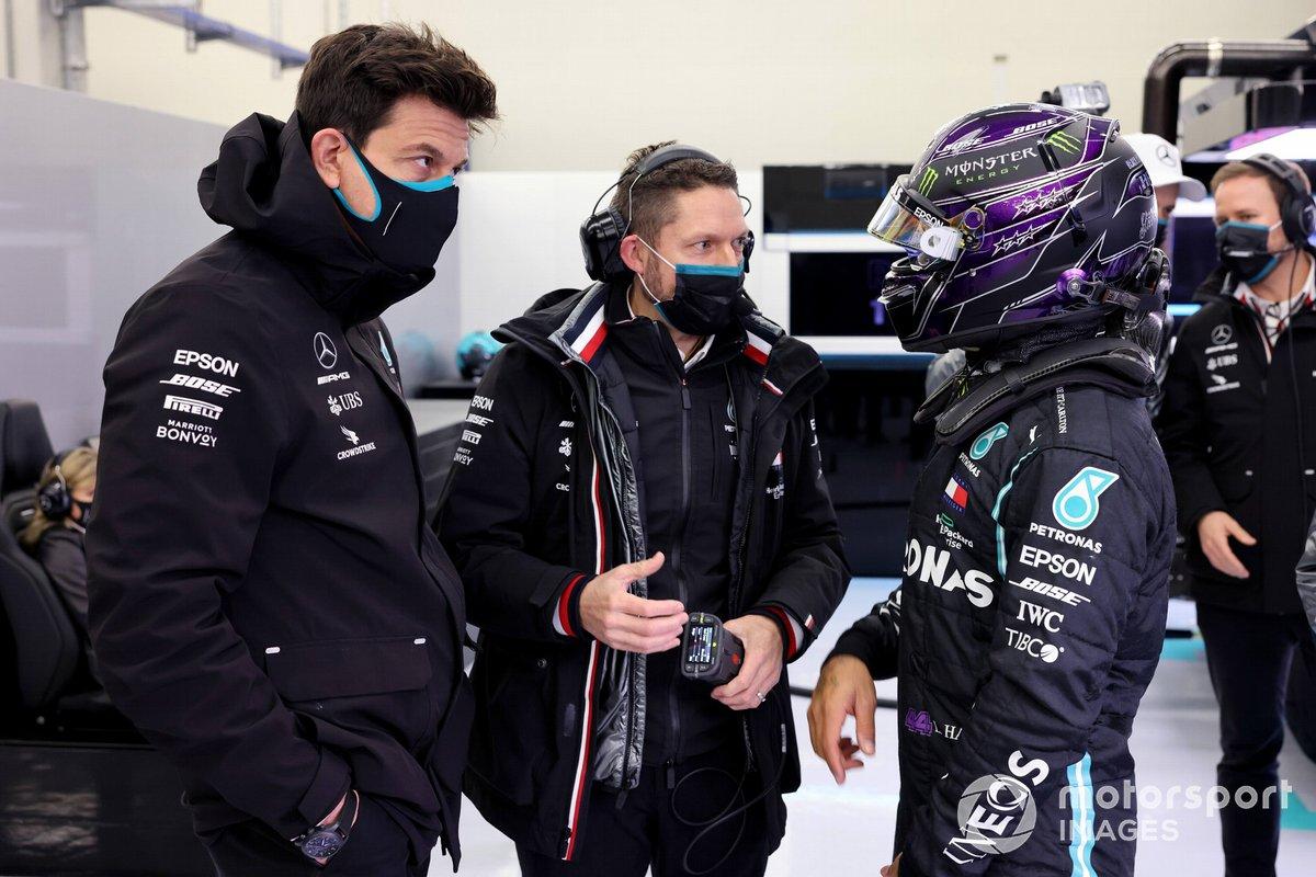 Toto Wolff, Director Ejecutivo, Mercedes AMG, y Lewis Hamilton, Mercedes-AMG F1