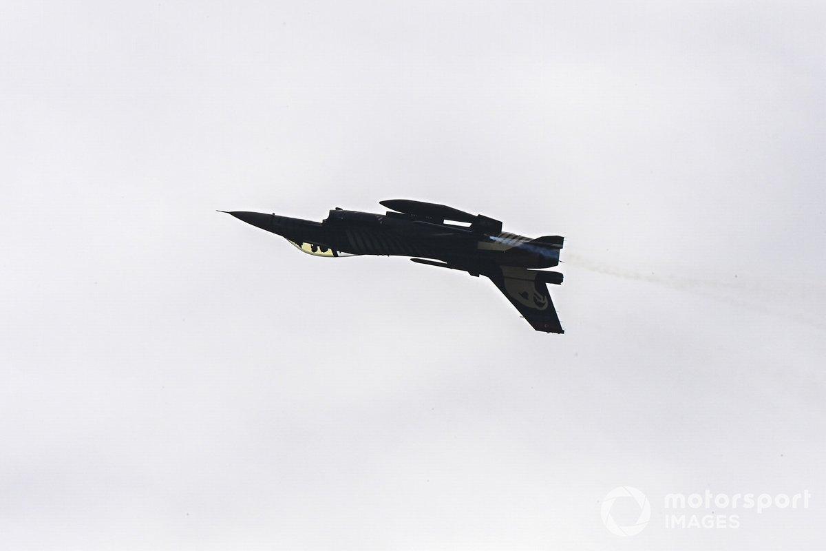 Шоу-полеты F-16C Falcon турецких ВВС перед стартом