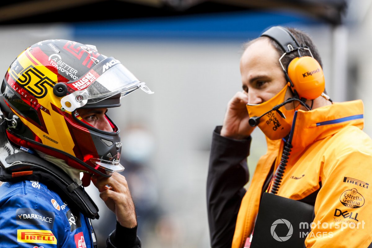 Carlos Sainz Jr., McLaren, y Tom Stallard, ingeniero de carrera