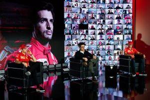Mattia Binotto, teambaas Ferrari, met Charles Leclerc en Carlos Sainz Jr., Ferrari
