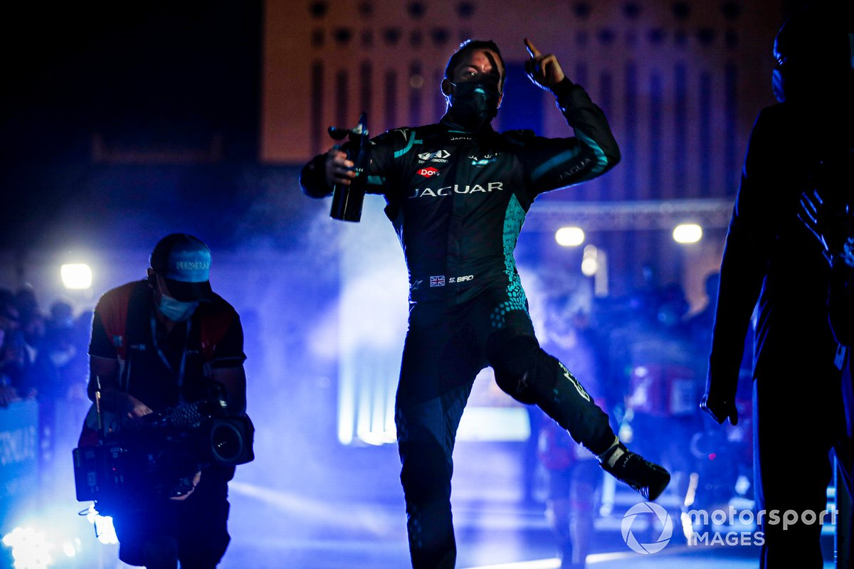 El ganador Sam Bird, Panasonic Jaguar Racing celebra su victoria