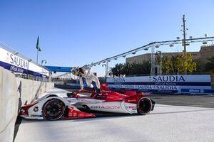 Sergio Sette Camara, Dragon Penske Autosport, Penske EV-4, jumps out of his car