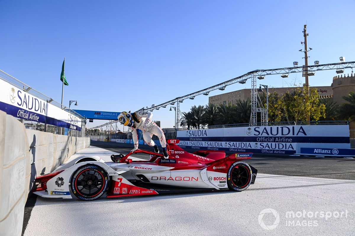 Sergio Sette Camara, Dragon Penske Autosport, Penske EV-4, jumps out of his car
