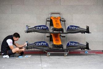 McLaren mechanic with McLaren MCL34 front wing