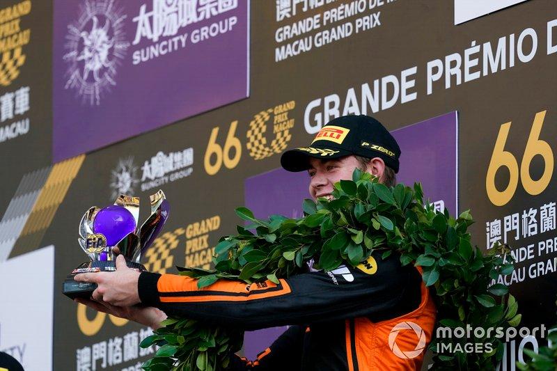 Podium: Winnaar Richard Verschoor, MP Motorsport