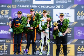Podium: Race winner Richard Verschoor, MP Motorsport, second place Jüri Vips, Hitech Grand Prix, third place Logan Sargeant, Carlin Buzz Racing