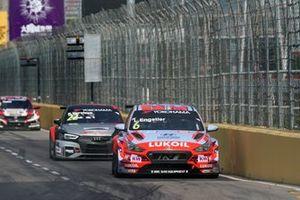 Luca Engstler, Hyundai Team Engstler Hyundai i30 N TCR, Frédéric Vervisch, Comtoyou Team Audi Sport Audi RS 3 LMS