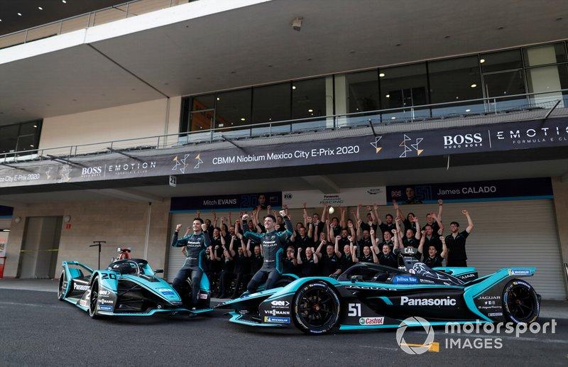 James Calado, Jaguar Racing, Jaguar I-Type 4 , Mitch Evans, Jaguar Racing pose for a photograph with members of the team