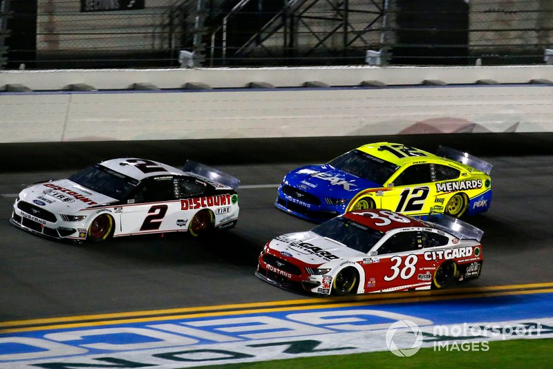 Brad Keselowski, Team Penske, Ford Mustang Discount Tire, John Hunter Nemechek, Front Row Motorsports, Ford Mustang Citgard, Ryan Blaney, Team Penske, Ford Mustang Menards / Peak