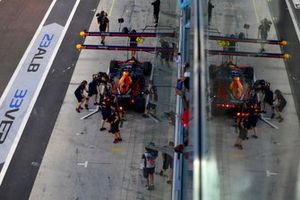 Max Verstappen, Red Bull Racing RB15, Lewis Hamilton, Mercedes AMG F1 W10