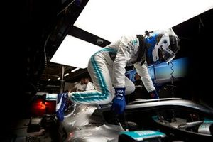 Valtteri Bottas, Mercedes AMG F1, climbs into his car