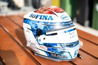 Helmet of Nicholas Latifi, Dams