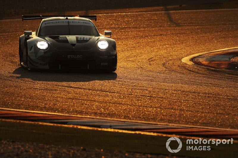 #88 Dempsey-Proton Racing Porsche 911 RSR: Thomas Preining, Angelo Negro, William Bamber