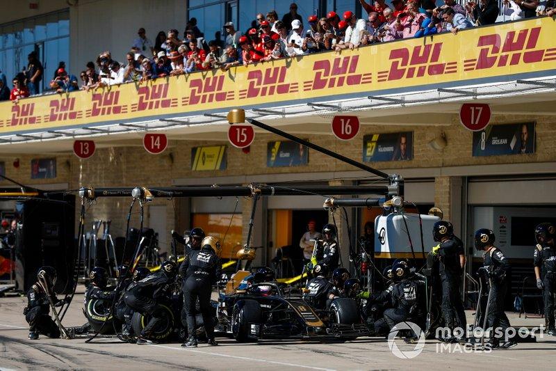 Romain Grosjean, Haas F1 Team VF-19, makes a pit stop