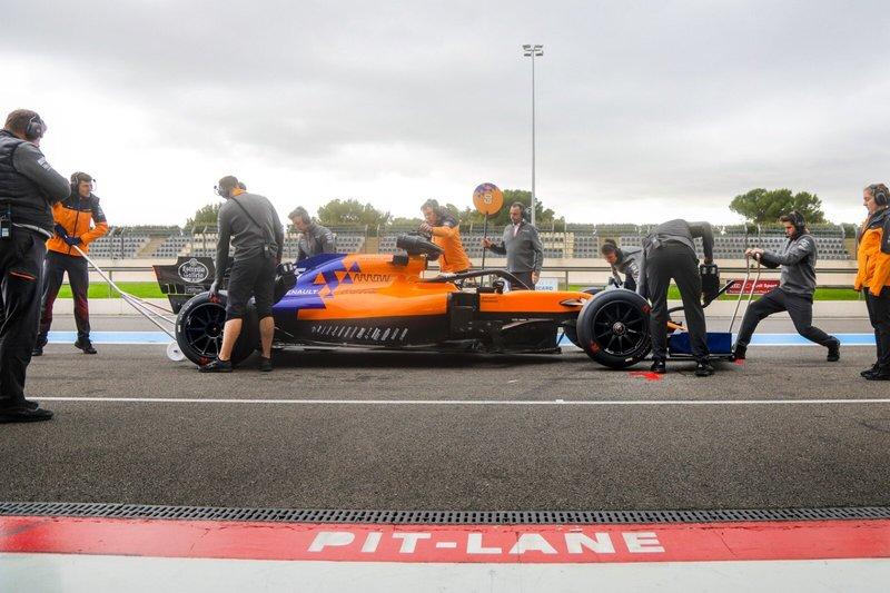 Carlos Sainz Jr., McLaren MCL34 con los neumáticos de 18 pulgadas de 2021