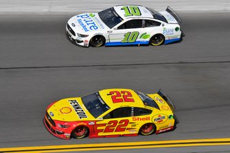 Joey Logano, Team Penske, Ford Mustang Shell Pennzoil, Aric Almirola, Stewart-Haas Racing, Ford Mustang Pure Farmland