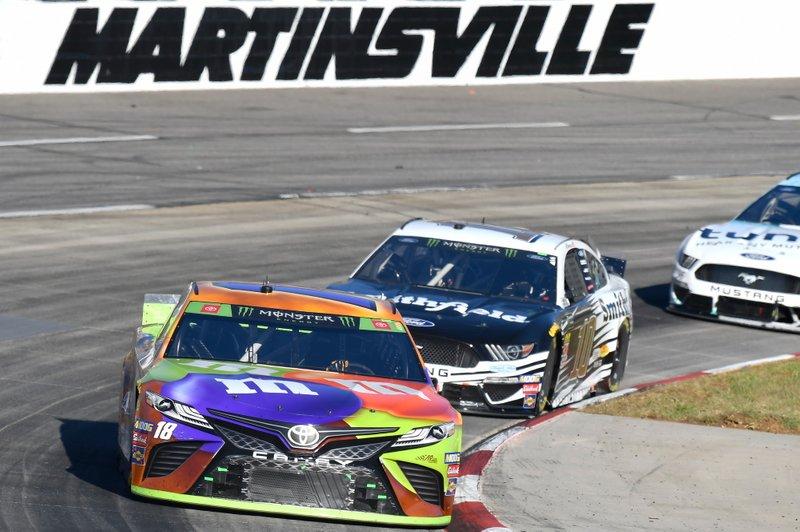 Kyle Busch, Joe Gibbs Racing, Toyota Camry M&M's Halloween, Aric Almirola, Stewart-Haas Racing, Ford Mustang Smithfield