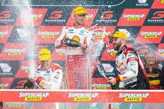Подиум: победители Скотт Маклафлин и Александр Према, DJR Team Penske, второе место – Шейн ван Гисберген, Triple Eight Race Engineering