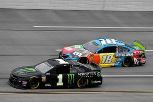 Kurt Busch, Chip Ganassi Racing, Chevrolet Camaro Monster Energy and Kyle Busch, Joe Gibbs Racing, Toyota Camry M&M's Hazelnut
