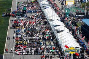 #77 Mazda Team Joest Mazda DPi, DPi: Oliver Jarvis, Tristan Nunez, Olivier Pla, pre race, grid