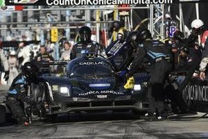 #10 Konica Minolta Cadillac DPi-V.R. Cadillac DPi, DPi: Renger Van Der Zande, Ryan Briscoe, Scott Dixon, Kamui Kobayashi - pit stop