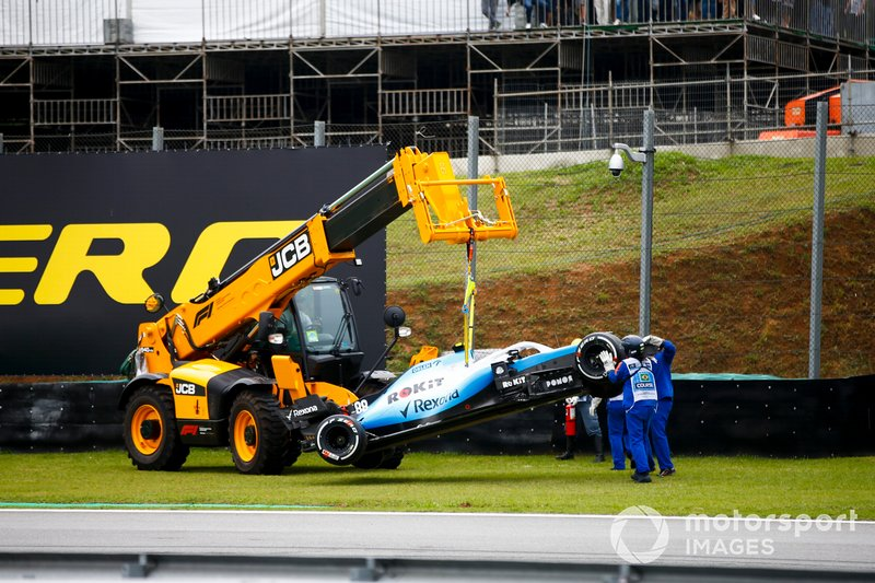 Marshals remove the car of Robert Kubica, Williams FW42, from the circuit with a JCB