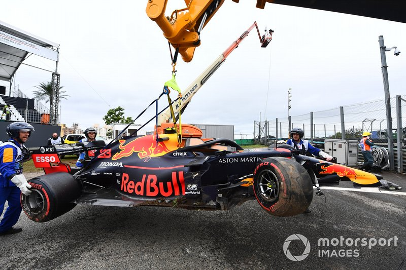 Marshals remove the car of Alexander Albon, Red Bull RB15, with a JCB