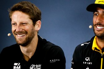 Romain Grosjean, Haas F1 et Daniel Ricciardo, Renault F1 Team, en conférence de presse