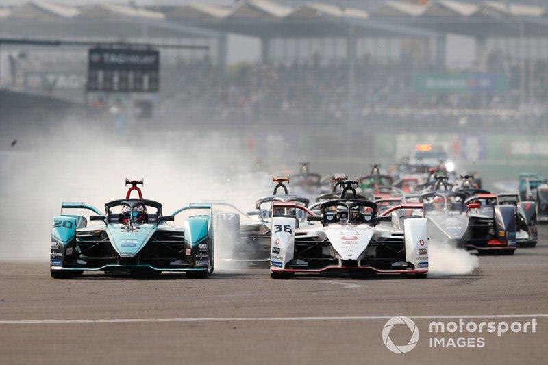 Mitch Evans, Jaguar Racing, Jaguar I-Type 4 battles with Andre Lotterer, Porsche, Porsche 99x Electric