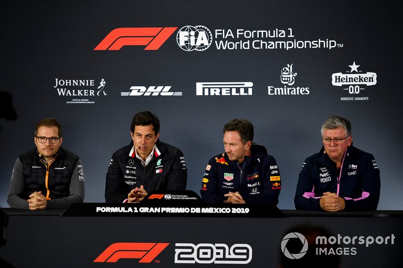 Andreas Seidl, Director, McLaren, Toto Wolff, Director Ejecutivo (Negocios), Mercedes AMG, Christian Horner, Director de Equipo, Red Bull Racing y Otmar Szafnauer, Director de Equipo y CEO, Racing Point en la Conferencia de Prensa