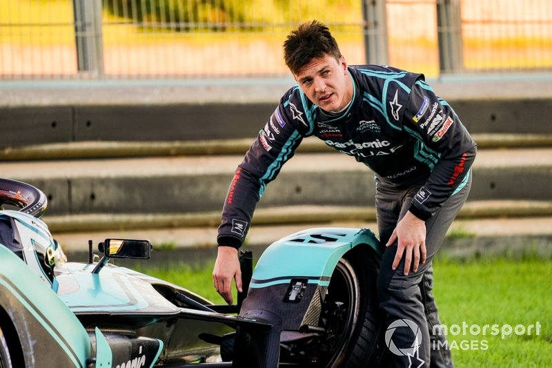 James Calado, Panasonic Jaguar Racing examines the damage on his Jaguar I-Type 4