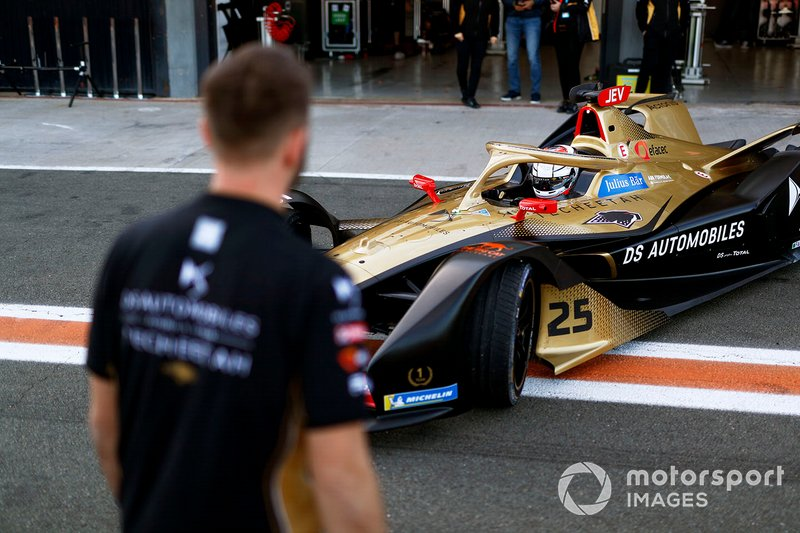 Jean-Eric Vergne, DS TECHEETAH, DS E-Tense FE20 in the pit lane