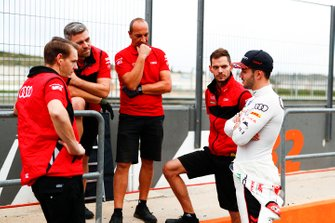 Daniel Abt, Audi Sport ABT Schaeffler, talks in the pit lane to his team