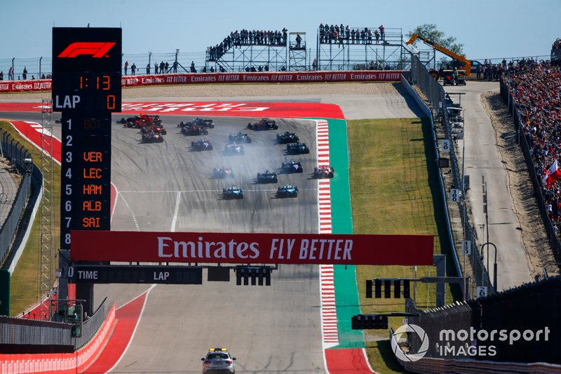 Valtteri Bottas, Mercedes AMG W10, leads the field at Turn 1