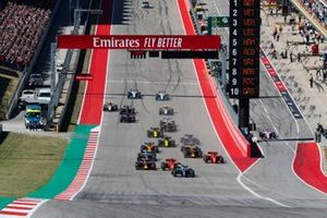 Valtteri Bottas, Mercedes AMG W10, leads Sebastian Vettel, Ferrari SF90, Max Verstappen, Red Bull Racing RB15, Charles Leclerc, Ferrari SF90, Lewis Hamilton, Mercedes AMG F1 W10 and Alex Albon, Red Bull Racing RB15 at the start